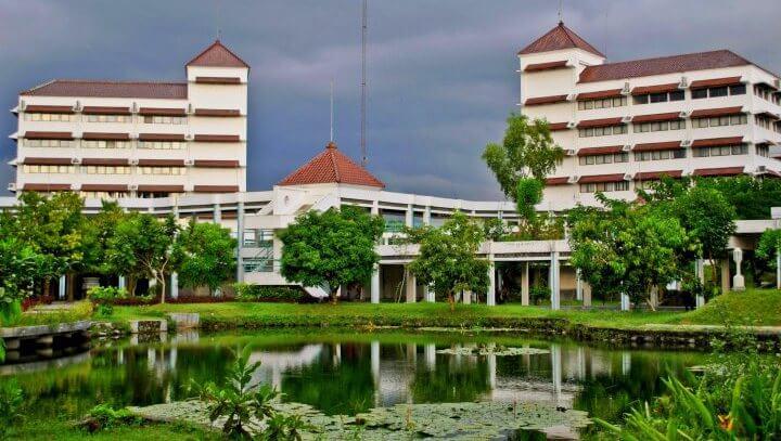 Lebih Bagus dari Negeri, Ini 10 Perguruan Tinggi Swasta Terbaik PTS di Indonesia!