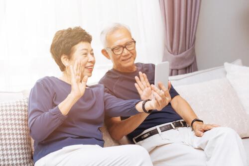 Tidak Perlu Tunggu Nanti untuk Membahagiakan Orangtua