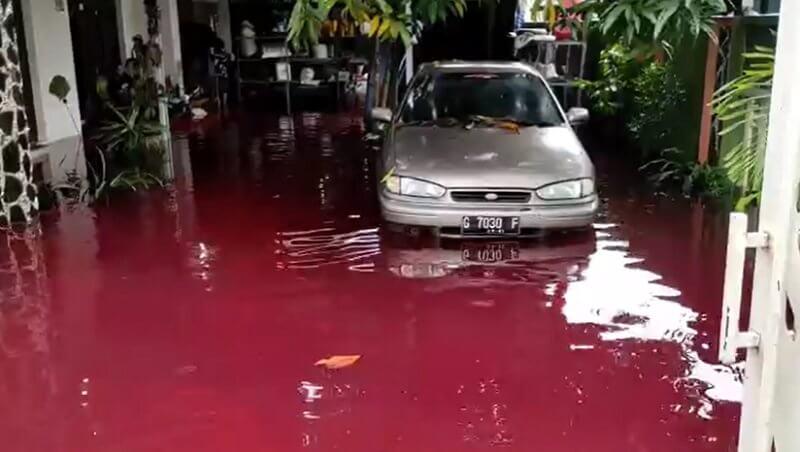 """Peristiwa Banjir Merah Menegaskan Bahwa Slogan """"Kaline Resik Rejekine Apik"""" Tidak Bisa Diamalkan di Kota Pekalongan"""