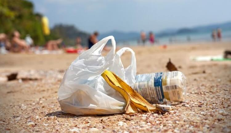 Sampah Plastik: Dibenci, tapi Tak Mampu Dihindari