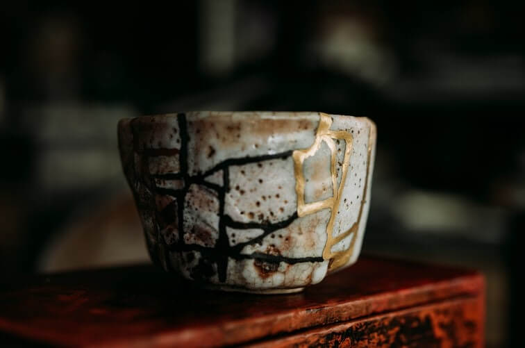 Filosofi Kintsugi: Seni Memperindah Barang Pecah