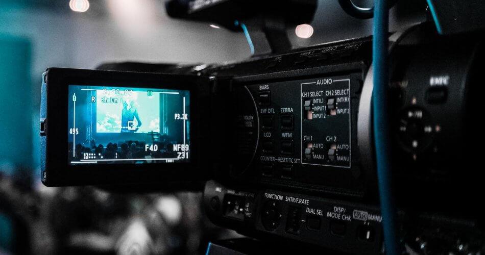 bagian produksi televisi